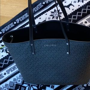 Michael Kors open top Tote w/ matching wristlet.
